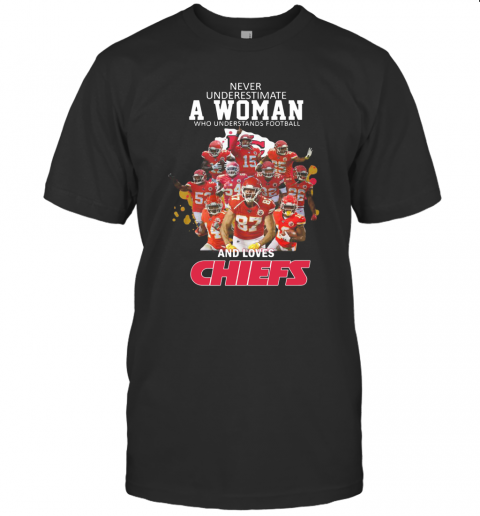 Never Underestimate A Woman Who Understands Football And Loves Chiefs T-Shirt Classic Men's T-shirt