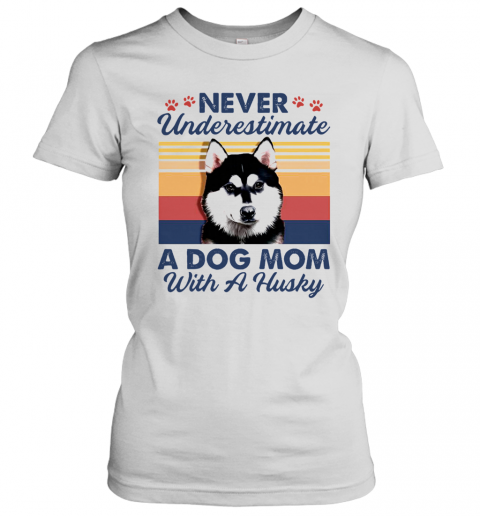 Never Underestimate A Dog Mom With A Husky Vintage T-Shirt Classic Women's T-shirt